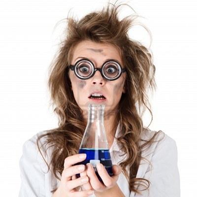https://chommustgoout.files.wordpress.com/2014/01/12920532-femme-chimiste-fou-avec-des-cheveux-ebouriffes-et-le-flacon-dans-les-mains.jpg
